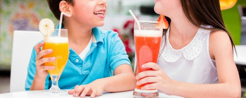 kids drinking mocktails